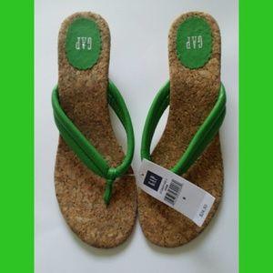 NWT Gap Green Thong Sandals Size 8
